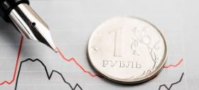 Рубль корректируется на