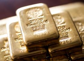 Почему растет золото.