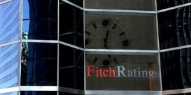 Fitch понизило рейтинги