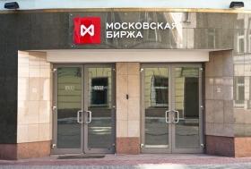 Рубль немного вырос к