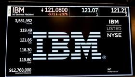 IBM сокращает прибыль и
